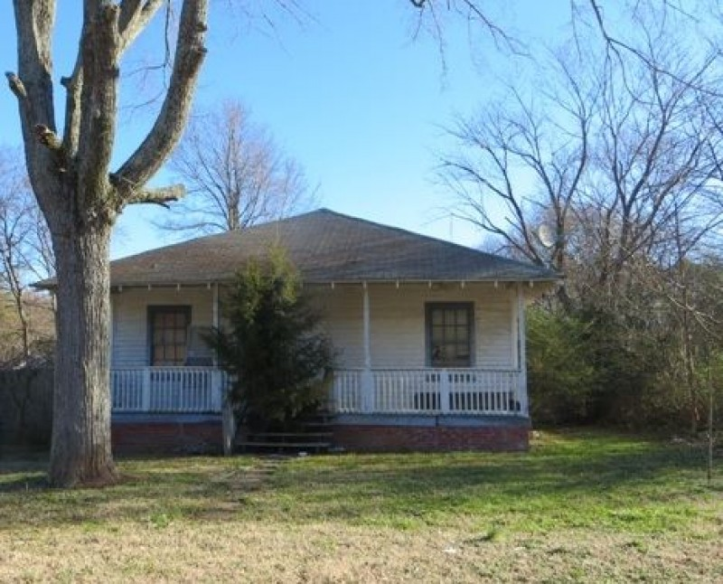 Pre-foreclosed property photo